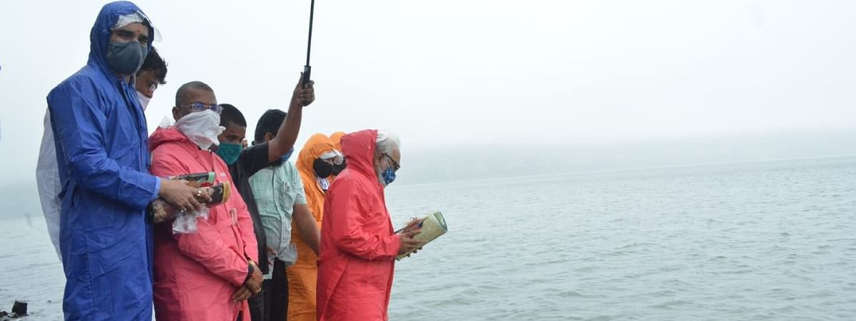 Guardian Minister at Bhavali dam during Jal Poojan