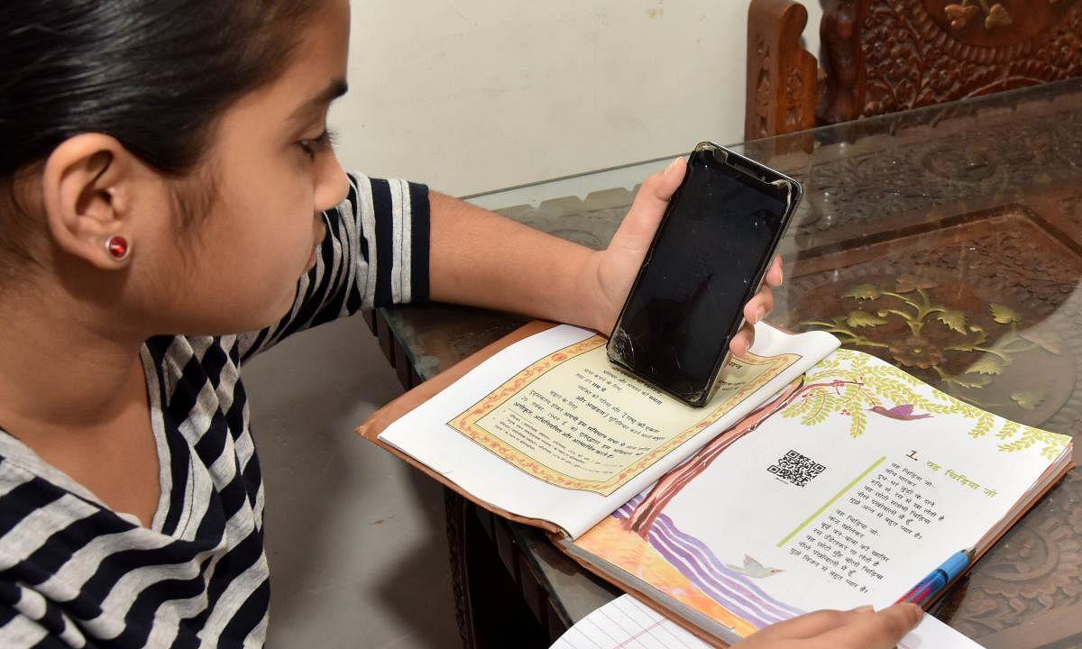 मोबाईलद्वारे अभ्यासापासून 75 टक्के मुले वंचित