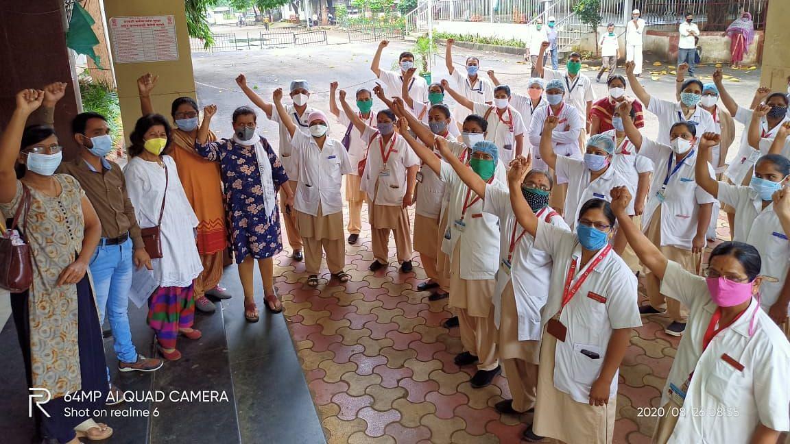 नाशिक जिल्हा रूग्णालयात परिचारिकांचे 'काम बंद'
