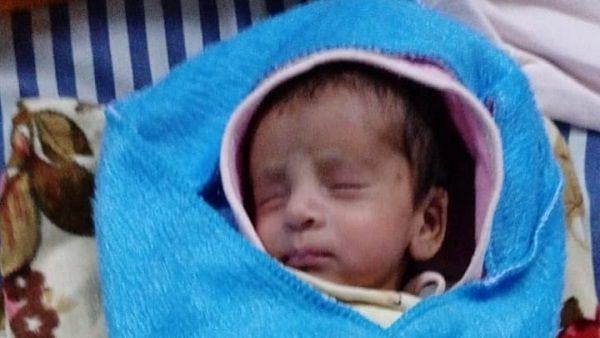मुदतीपूर्व जन्मलेल्या बाळाने जिंकली करोना विरुद्धची लढाई