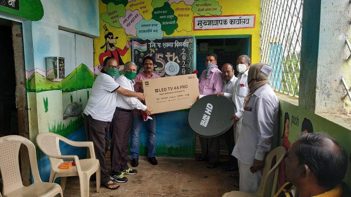दिंडोरी : विळवंडी शाळेला एलईडी टीव्हीसंच भेट