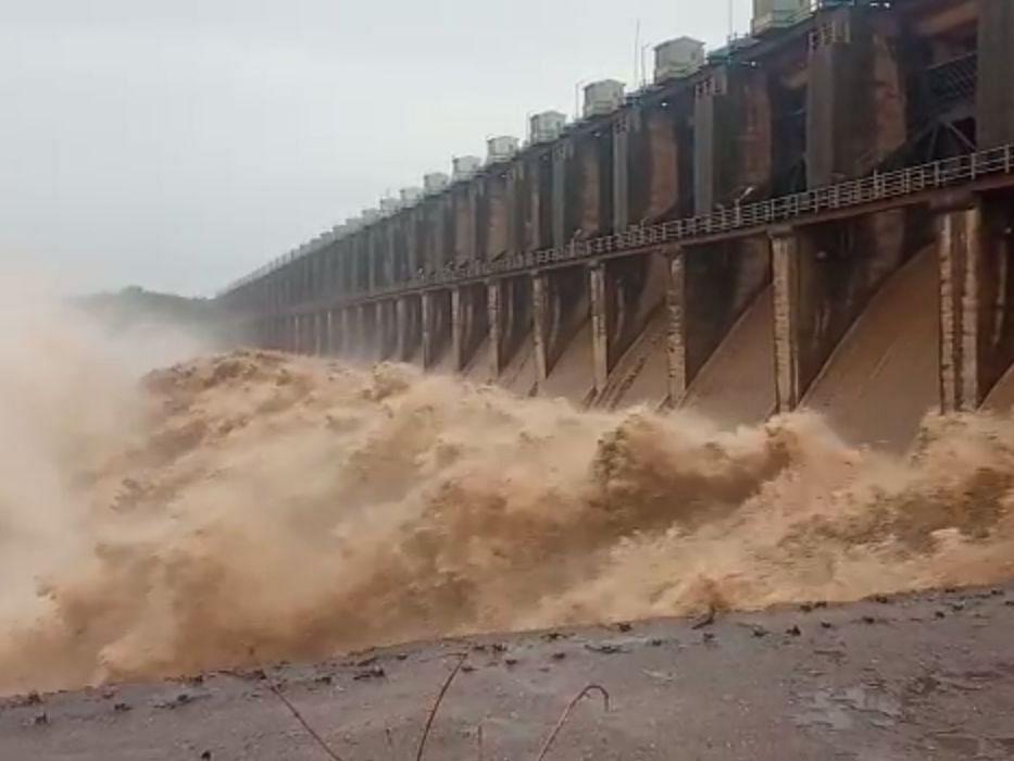 Hatnur dam हतनूर धरणाचे 24 दरवाजे उघडले