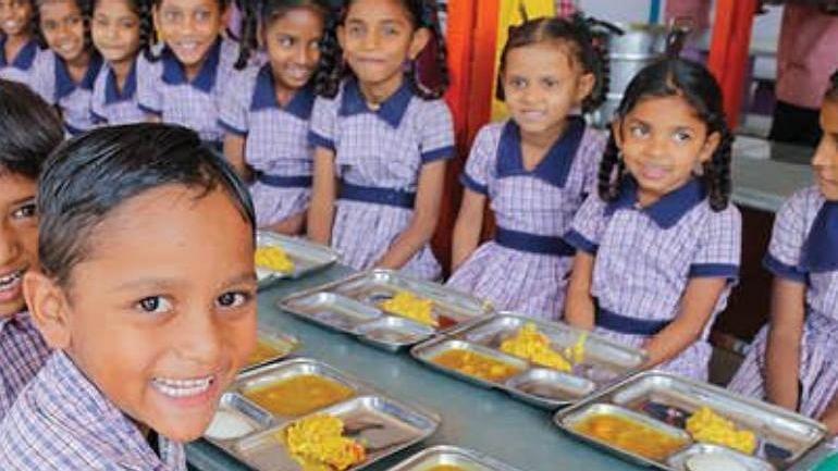 शालेय विद्यार्थ्यांना मध्यान्ह भोजनासह नाश्ताही