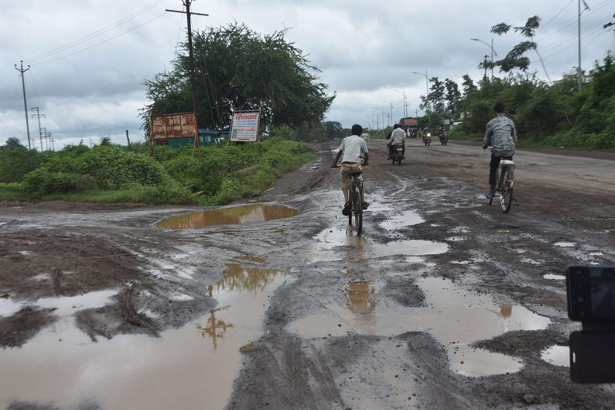 पेठ रोड, दिंडोरी रोडवरील रस्ते बनले मृत्यूचे सापळे