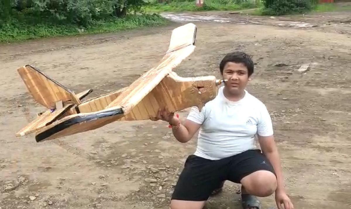 इस्प्लियर स्कुलच्या विद्यार्थ्यांने बनवले 'तेज'विमान