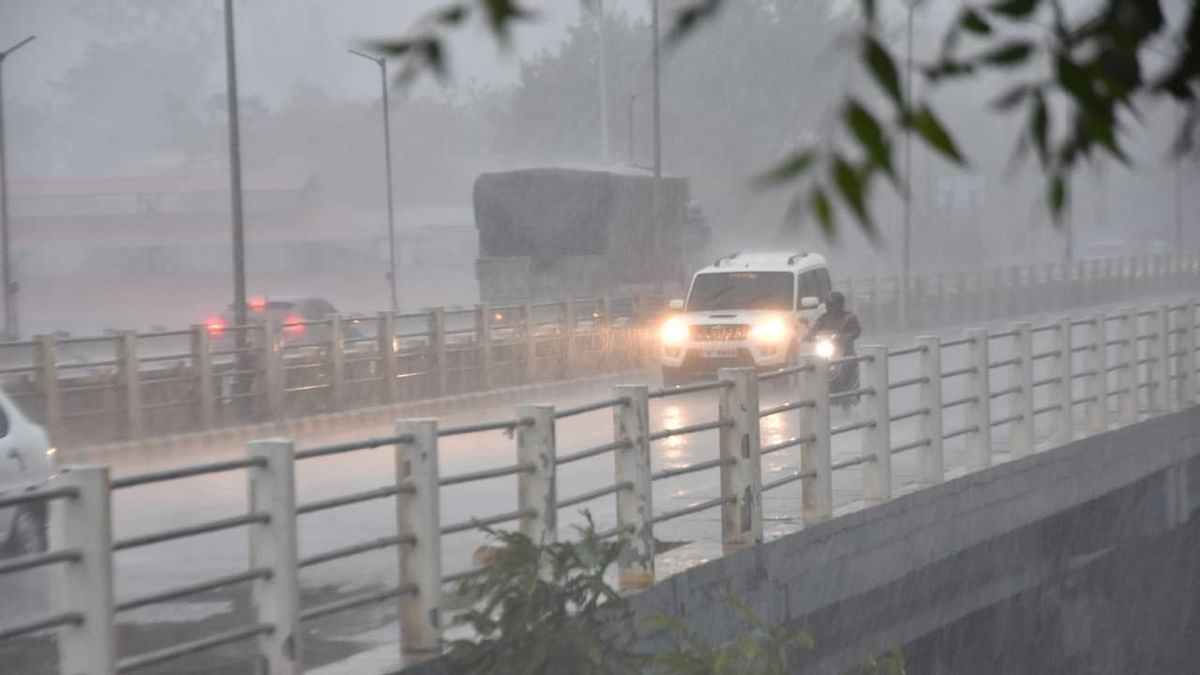 Heavy rains lash city for second consecutive day