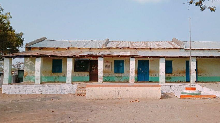 सरकारी शाळा इमारती कधी दुरुस्त होणार ?