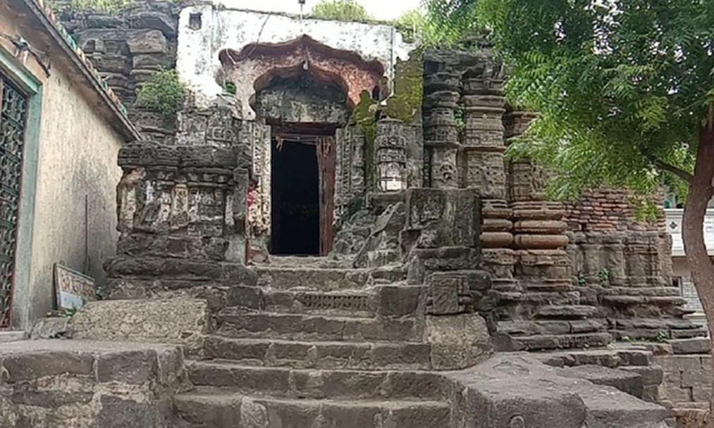 हेमाडपंथी कलेचा उत्कृष्ट नमुना श्री कपिलेश्वर महादेव मंदिर