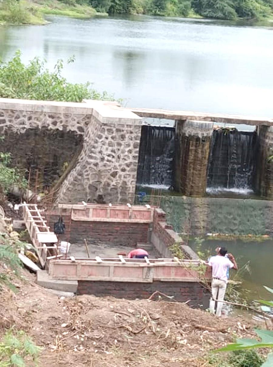 ग्रामपंचायतीच्या सार्वजनिक गटारीचे पाणी नदीत