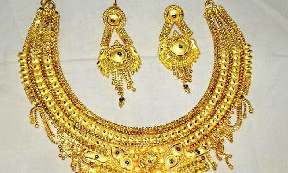 विदेशी बाजारात सोन्याच्या दरात पुन्हा घसरण