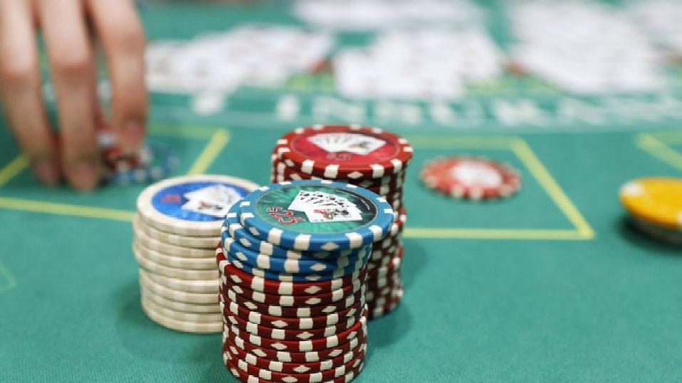 हायप्रोफाईल जुगार अड्ड्यांवर धाड