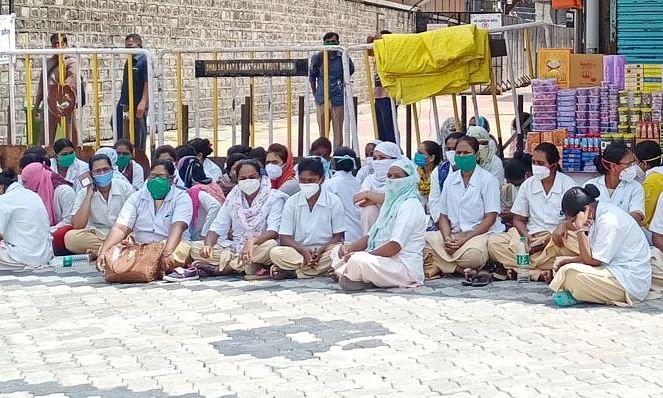 साईबाबा रुग्णालयातील कंत्राटी कर्मचार्यांचे लाक्षणिक काम बंद आंदोलन