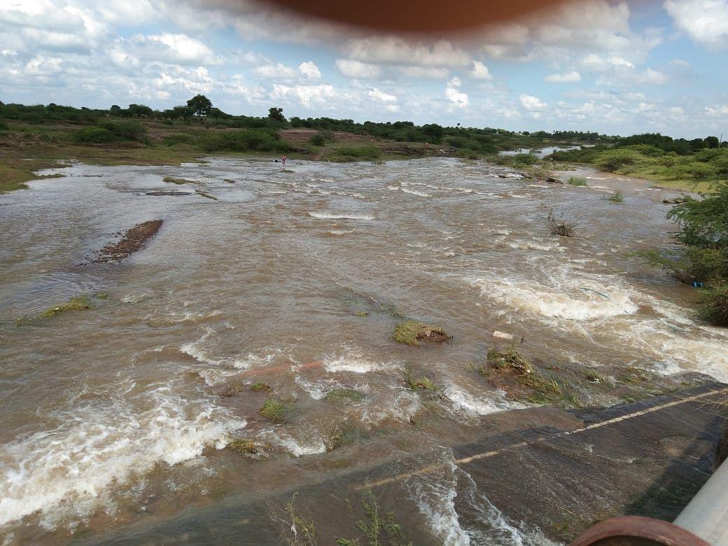 सिन्नर : १४ वर्षांनी जाम नदीला महापुर