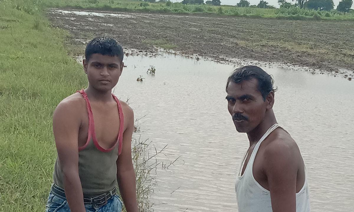 वांजरगाव येथे शेतात पाणीच पाणी