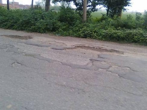 नेवासा-श्रीरामपूर रस्त्याच्या दुरवस्थेची सोशल मीडियावरही होतेय चर्चा