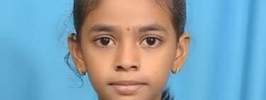 ऐकावं ते नवलच ! नऊ वर्षाची तन्वी चक्क डोळे बांधून वाचते पुस्तक..