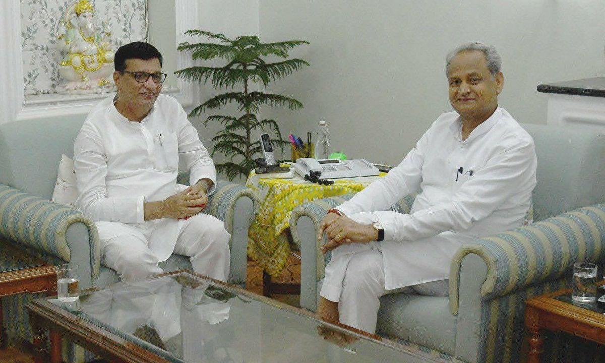 महाराष्ट्राचे महसूलमंत्री राजस्थानच्या मुख्यमंत्र्यांना का भेटले?