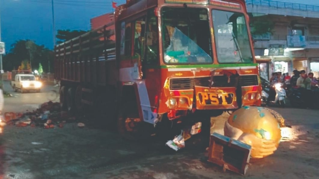 ट्रकचे ब्रेक फेल; मोठा अनर्थ टळला