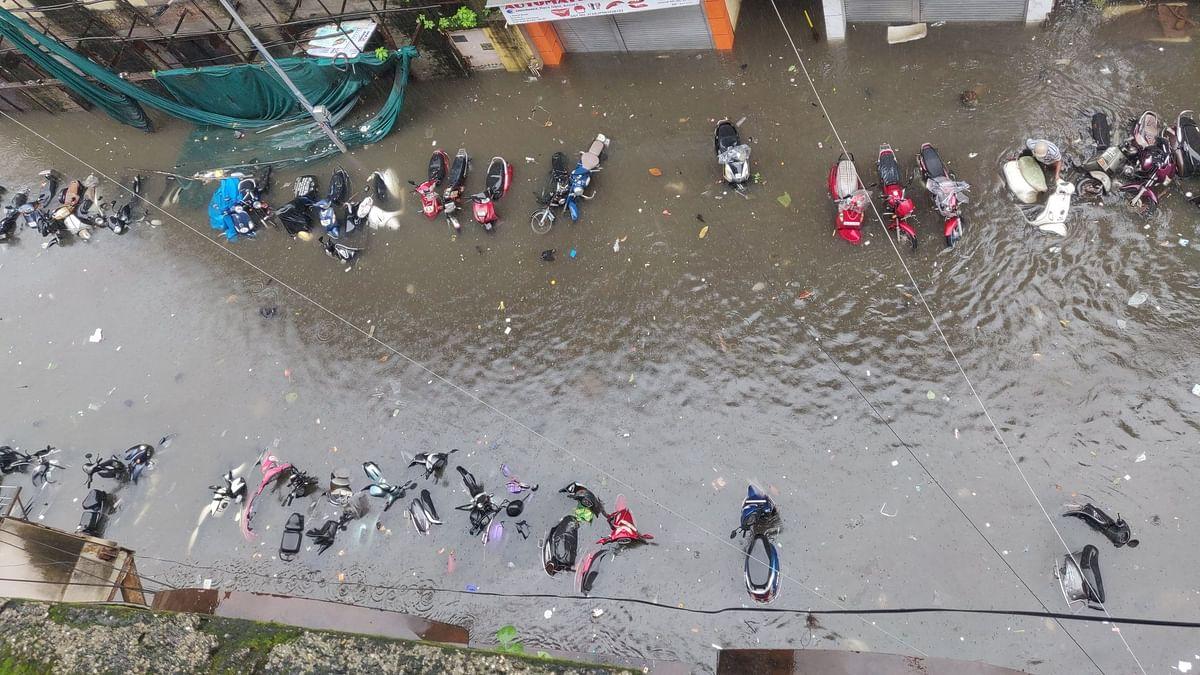पावसानेे मुंबई ठप्प : सोशल मीडियावर मनपा ट्रोल