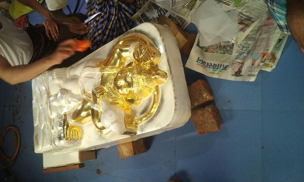 सोन्या मारुतीला १५ तोळे सोन्याचा मुलामा