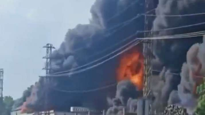 आग्रा : दोन केमिकल कंपन्यांमध्ये भीषण आग