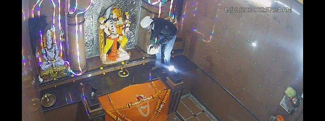 राहाता विरभद्र मंदिरात धाडसी चोरी