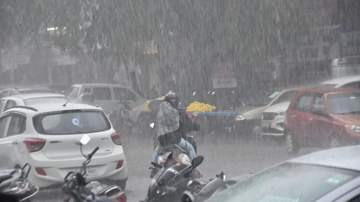 PhotoGallery : तासभर पाऊस, नाशिककरांची हाऊस...!