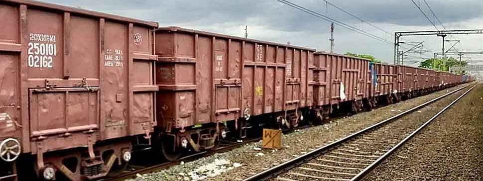 गेल्यावर्षीच्या तुलनेत यंदा रेल्वेच्या मालवाहतुकीत 10.41 टक्के वाढ