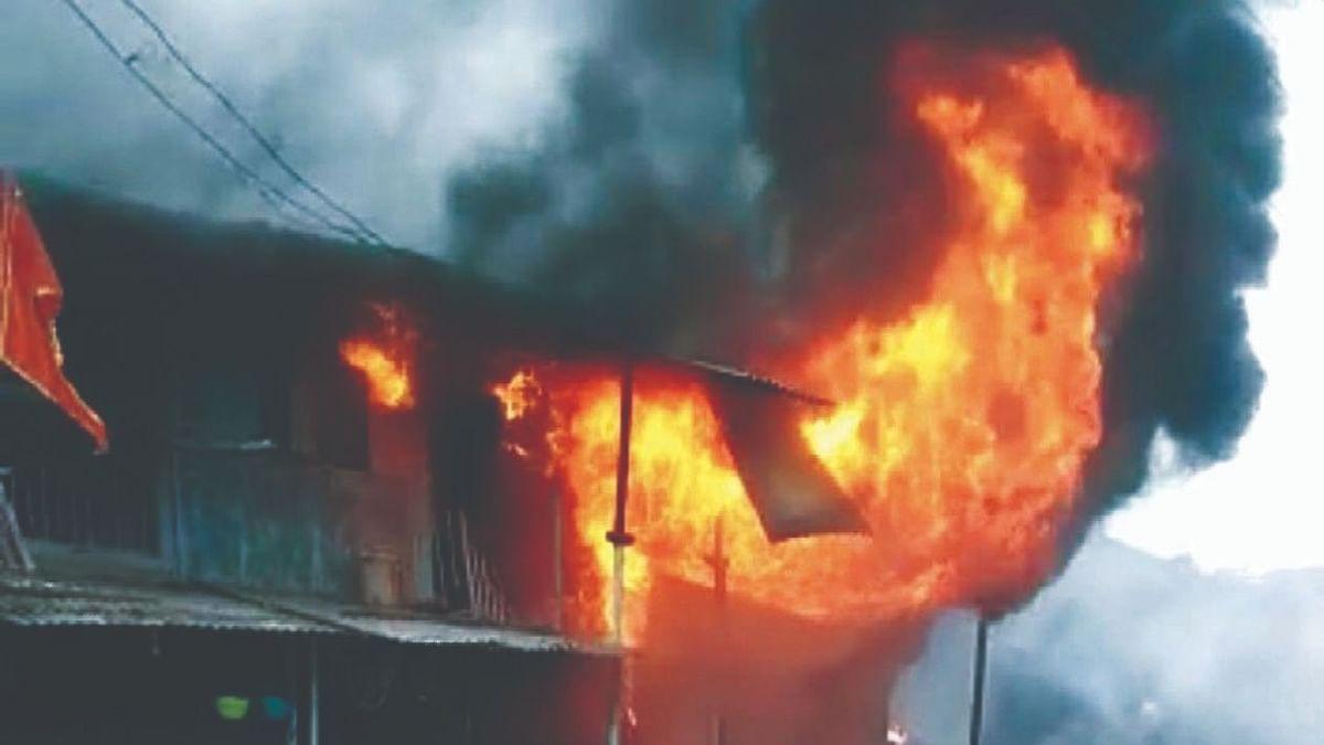 नवापूर : विसरवाडी येथे भर वस्तीत भीषण आग
