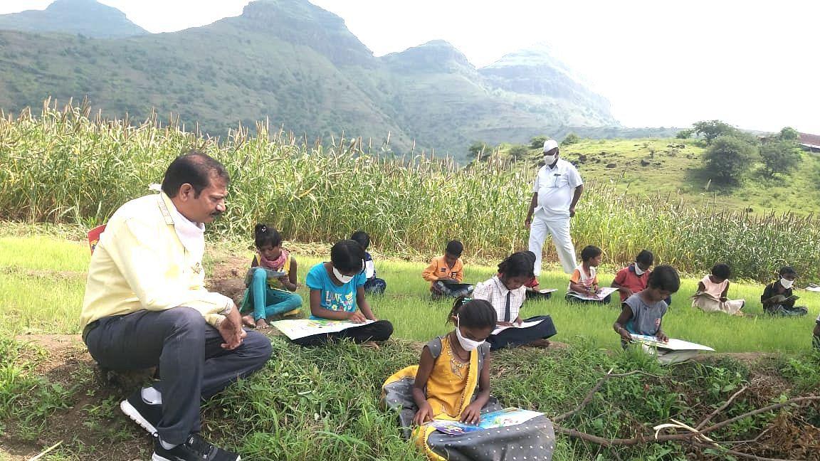 जि.प.शिक्षण विभागाचा 'डोनेट अ बुक' उपक्रम