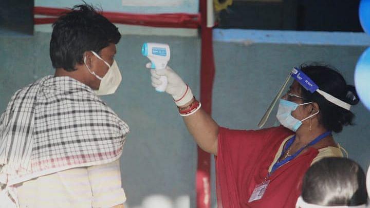 Bihar Elections : करोनाच्या पार्श्वभूमीवर 'या' प्रकारे होतंय मतदान, पाहा फोटो