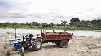 गिरणा, तितूर व गडद नदीपात्रात वाहनांना प्रवेश करण्यास प्रतिबंध