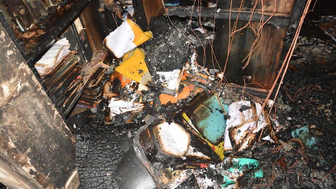 Video माजी महापौर रमेश जैन यांच्या कार्यालयाला आग