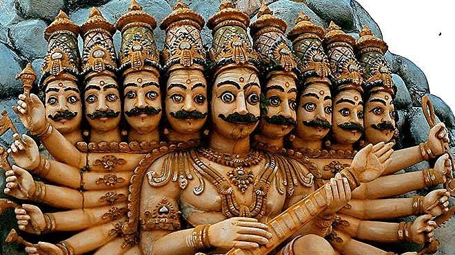 Dussehra 2020 : दसऱ्याला देशात 'या' ठिकाणी करतात रावणाची पूजा