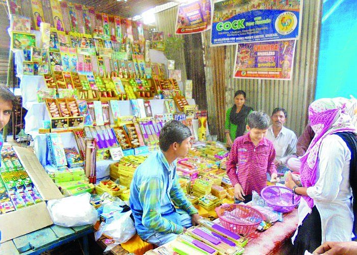 283 cracker stalls auctioned in city