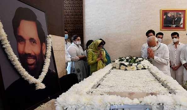 PM Modi pays last respects to Ram Vilas Paswan