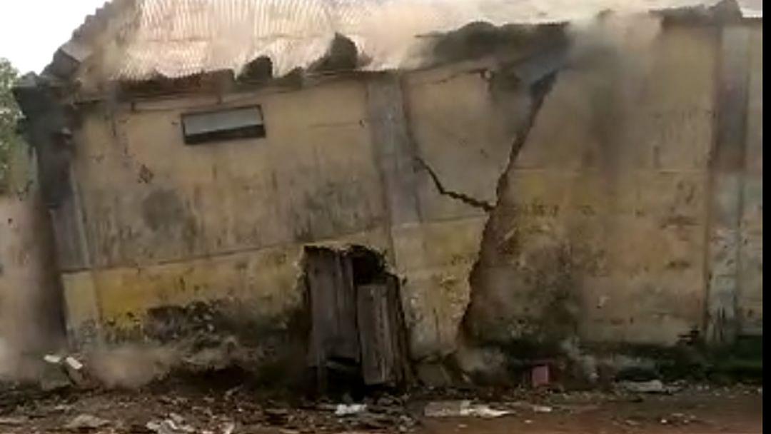 Video यावल कृऊबा आवारातील गोदाम कोसळले