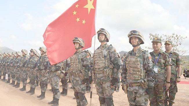सैन्य-अधिकार्यांपुढे हतबल चीन
