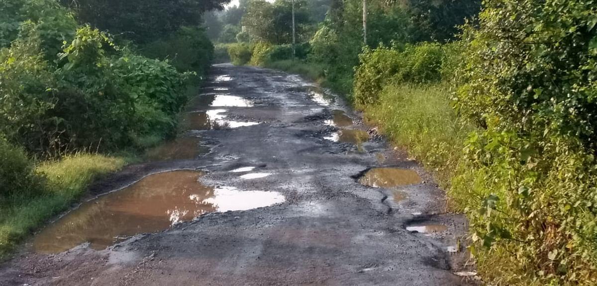 आंबेदिंडोरी ते मोहाडी रस्ता दुरुस्तीच्या प्रतिक्षेत