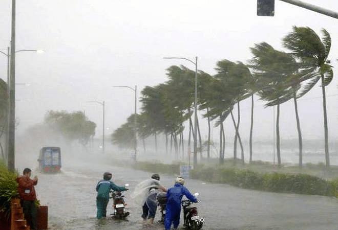 महाराष्ट्राला चक्रीवादळाचा धोका