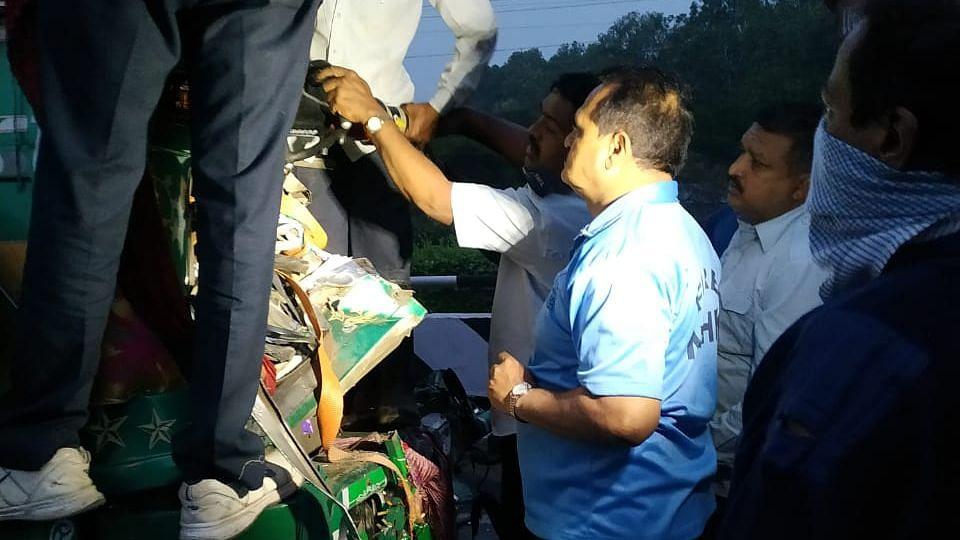 मुंबई-आग्रा महामार्गावर अपघात; सहा अवजड वाहने एकावर एक आदळली
