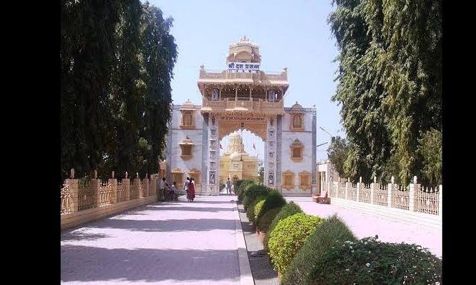 श्री क्षेत्र देवगड येथील मंदिराचे महाद्वार भाविकांसाठी खुले