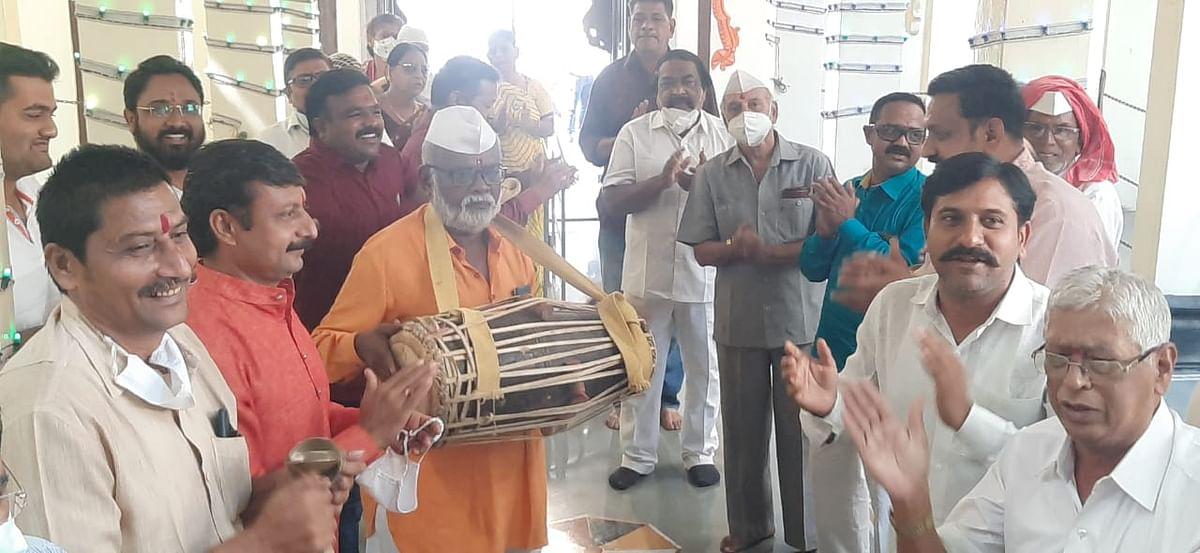 धुळे : श्री राम मंदिरात खासदारांच्या उपस्थितीत महाआरती