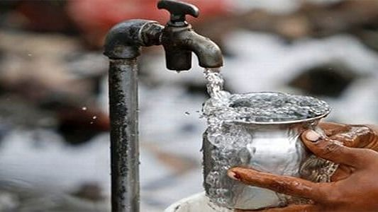 कोल्हार खुर्द ग्रामपंचायतीने पिण्याचे  पाणी बंद करणे कोणत्या नियमात बसते?
