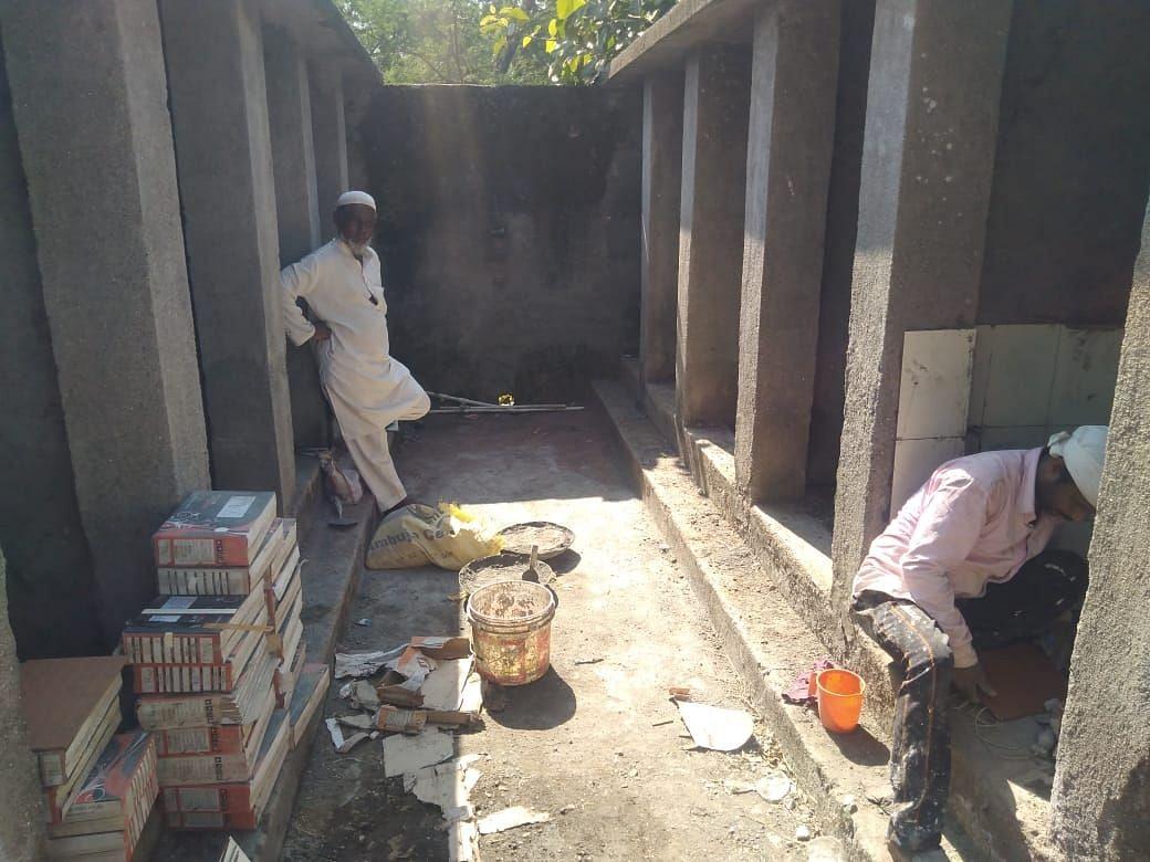 वराडसिम येथील 'त्या' शौचालयाची दुरुस्ती करण्याच्या प्रयत्न ?