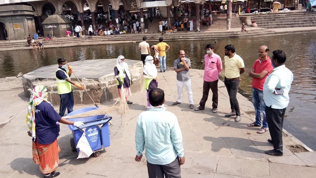 NMC deploys cleaning force for Godavari