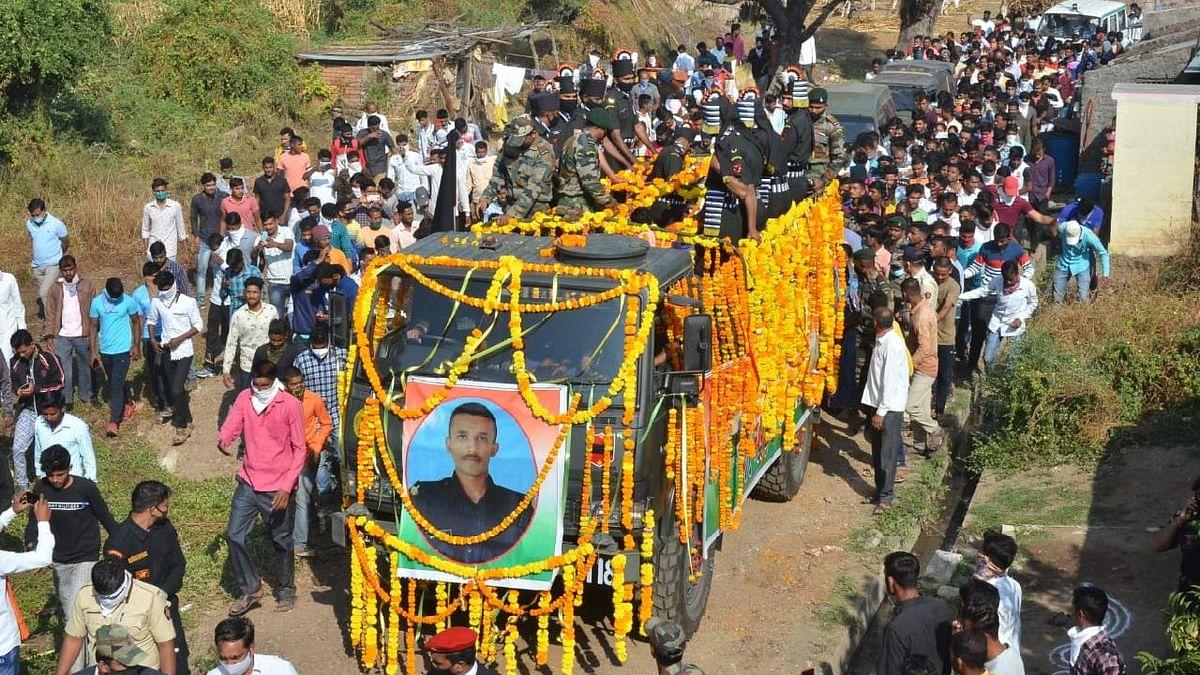 Photo शहीद जवान यश देशमुख यांच्यावर शासकीय इतमामात अंत्यसंस्कार