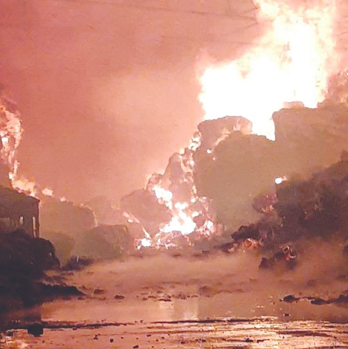 धुळ्यात गोडावूनला आग