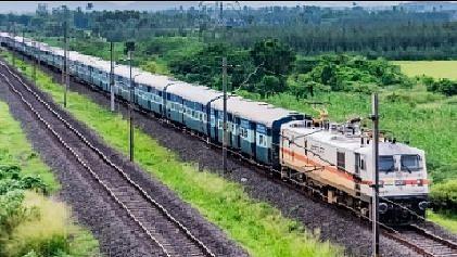 Rlys witness heavy rush of passengers