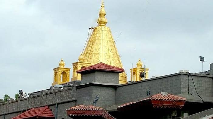 शिर्डी मंदिरात नियमांची पायमल्ली, खासदार मुख्यमंत्र्यांकडे तक्रार करणार